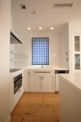 北欧デザインの輸入住宅のキッチン