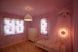 北欧デザインの輸入住宅の寝室