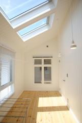 北欧デザインの輸入住宅の洋室