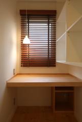 北欧デザインの輸入住宅のテレワークスペース